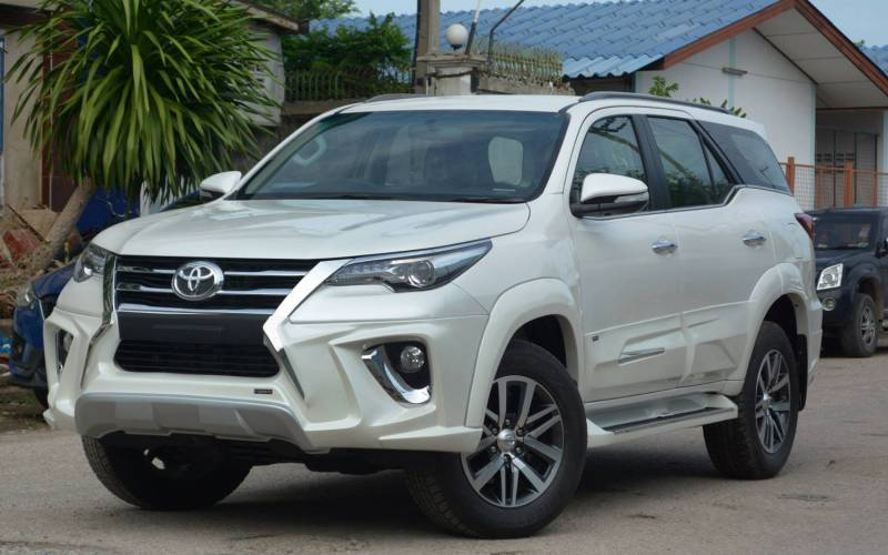comparison toyota fortuner 4x4 gx 2016 vs toyota highlander hybrid limited 2016 suv drive. Black Bedroom Furniture Sets. Home Design Ideas