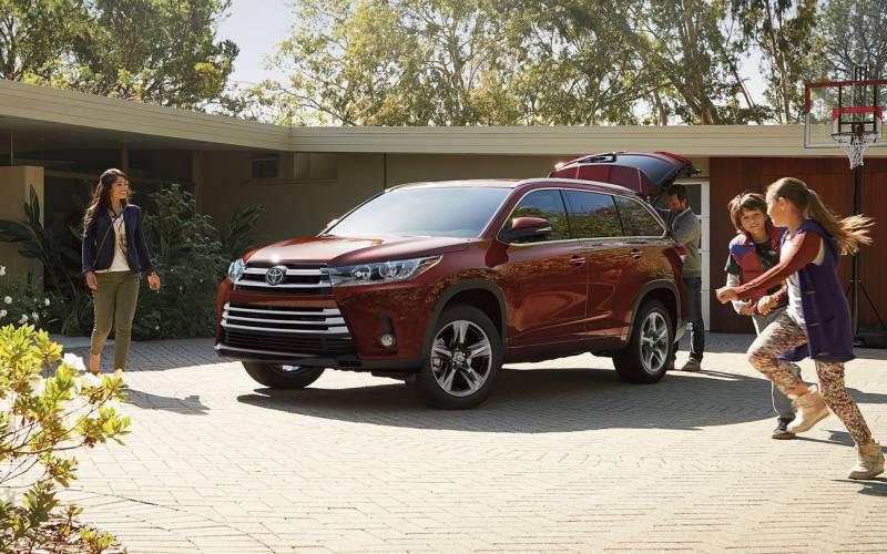 Comparison Toyota Highlander Hybrid Xle 2018 Vs Infiniti Qx60 Awd Suv Drive