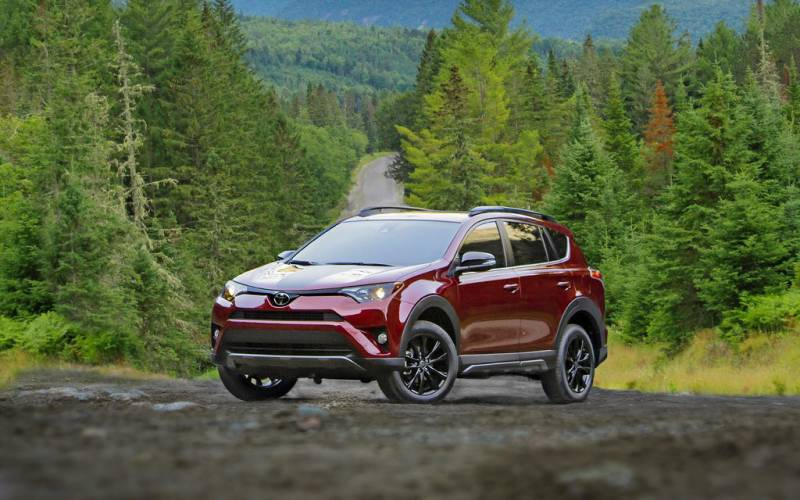comparison toyota rav4 hybrid se 2018 vs toyota chr 2018 suv drive. Black Bedroom Furniture Sets. Home Design Ideas