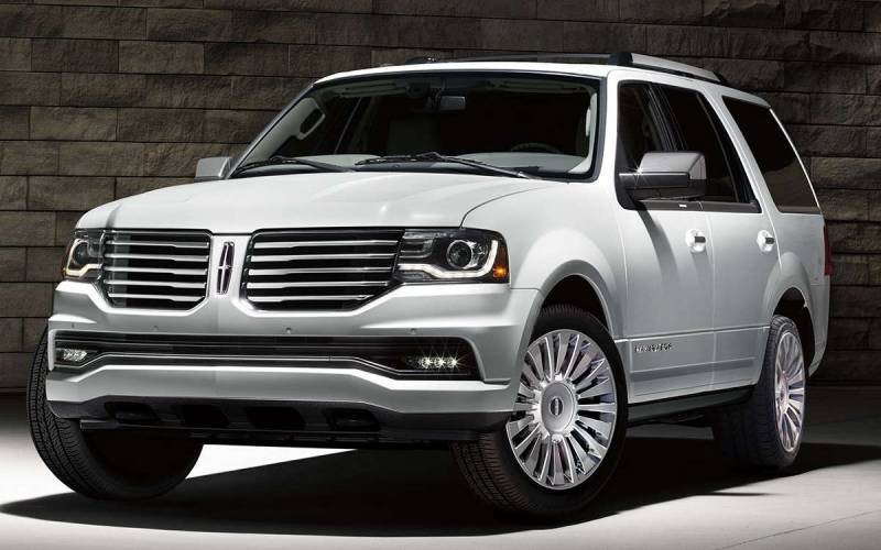 comparison lincoln navigator l reserve 2017 vs. Black Bedroom Furniture Sets. Home Design Ideas