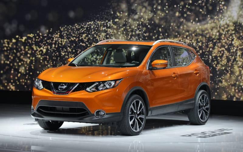 Comparison Nissan Rogue Sport Sl 2017 Vs Honda Cr V