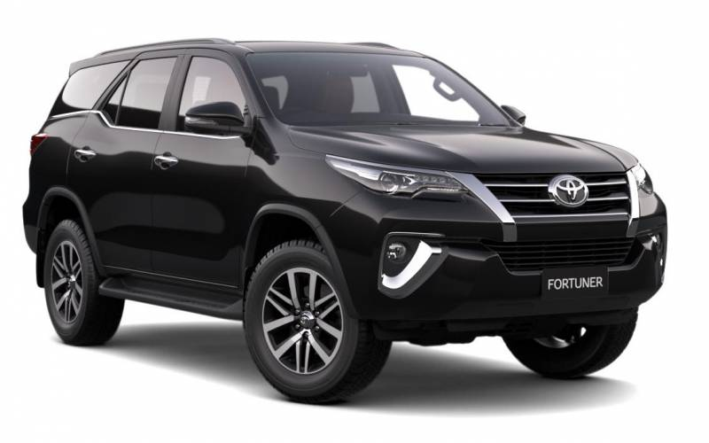 comparison - toyota fortuner crusade 2017 - vs