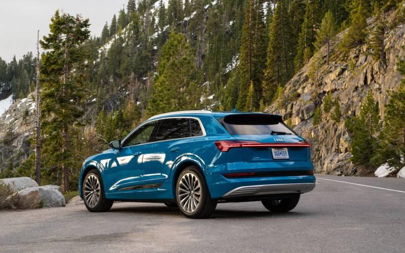 Comparison - Audi e-tron Prestige EV 2019 - vs - Tesla ...