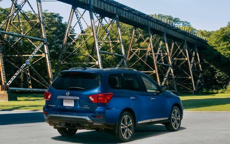 Comparison - Buick Enclave Avenir 2020 - vs - Nissan Pathfinder Platinum 2020 | SUV Drive