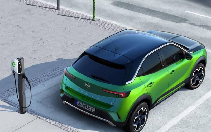 Comparison - Opel Mokka-e 2021 - vs - Chevrolet Blazer ...