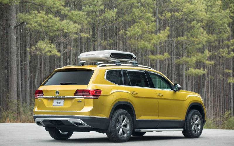 Comparison - Skoda Karoq 4×4 2018 - vs - Volkswagen Atlas R-line 2018 | SUV Drive