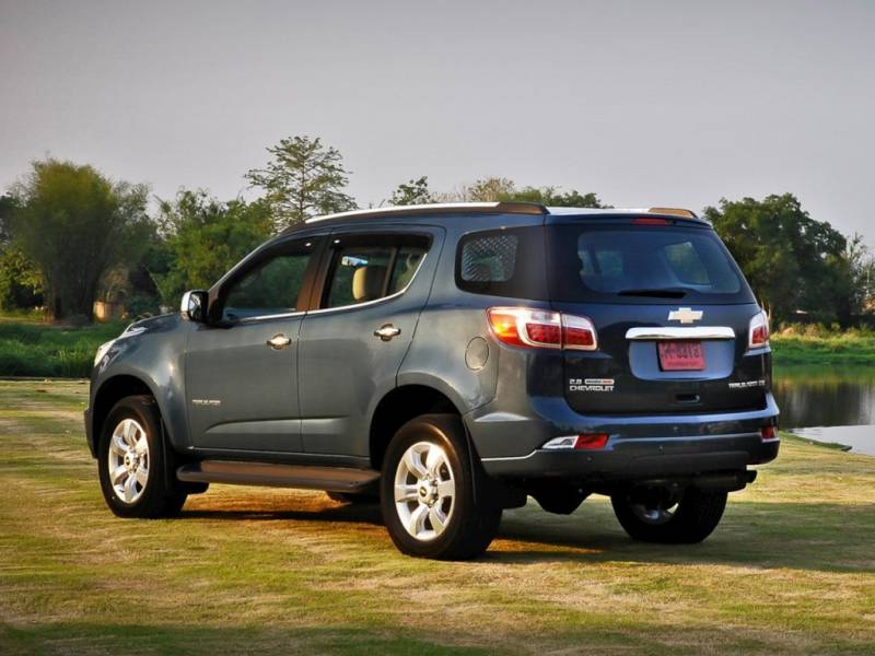 Comparison - Chevrolet Traverse SUV 2015 - vs - Chevrolet TrailBlazer 2015 | SUV Drive