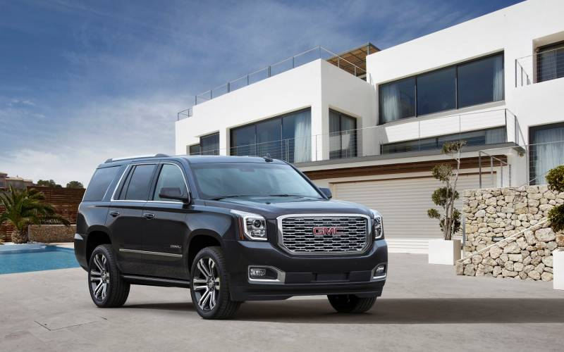 comparison gmc yukon denali 2017 vs gmc yukon denali 2016 suv drive. Black Bedroom Furniture Sets. Home Design Ideas