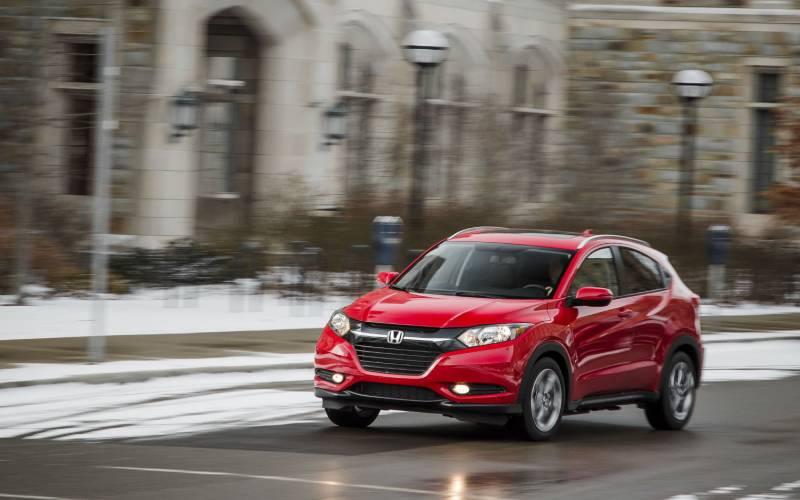 Comparison - Honda HR-V LX 2018 - vs - Hyundai Kona Electric 2019   SUV Drive