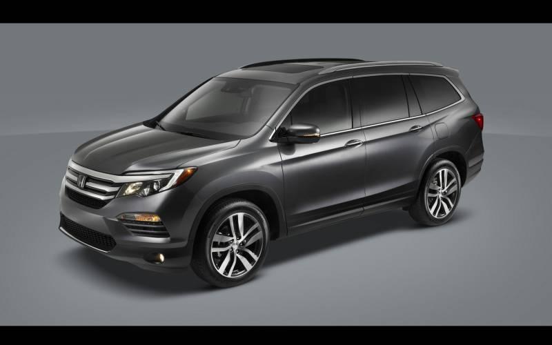 Comparison - Honda Pilot EX-L 2017 - vs - Audi Q5 Prestige quattro 2018 | SUV Drive