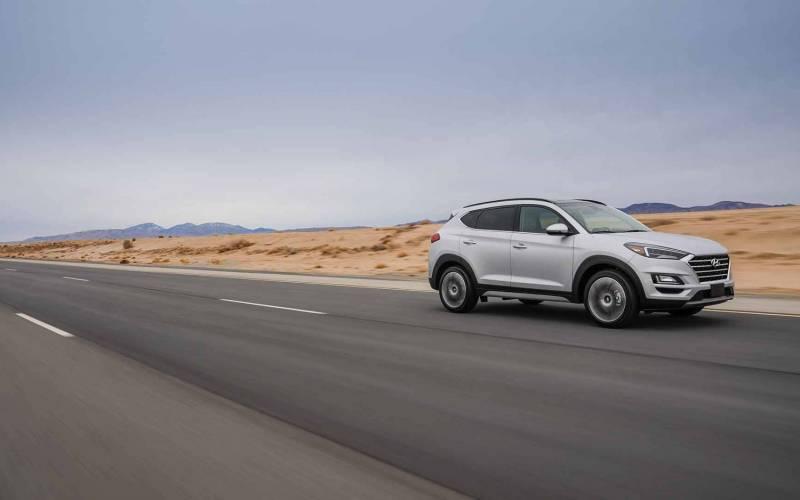 Comparison - Hyundai Tucson SEL 2019 - vs - Jeep Cherokee ...