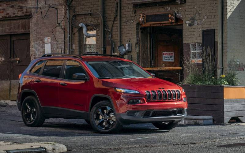 Comparison - Jeep Cherokee Trailhawk 2018 - vs - Chevrolet ...