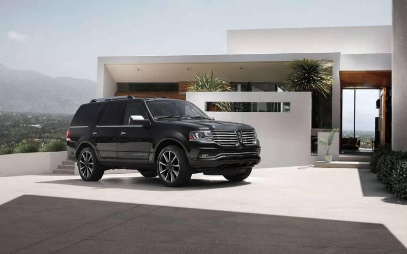 Comparison Lincoln Navigator L Reserve 2017 Vs Cadillac Escalade Esv Luxury 2017 Suv Drive
