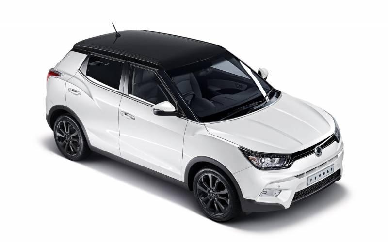 Comparison Honda Hr V Ex 2017 Vs Ssangyong Tivoli Elx 2017
