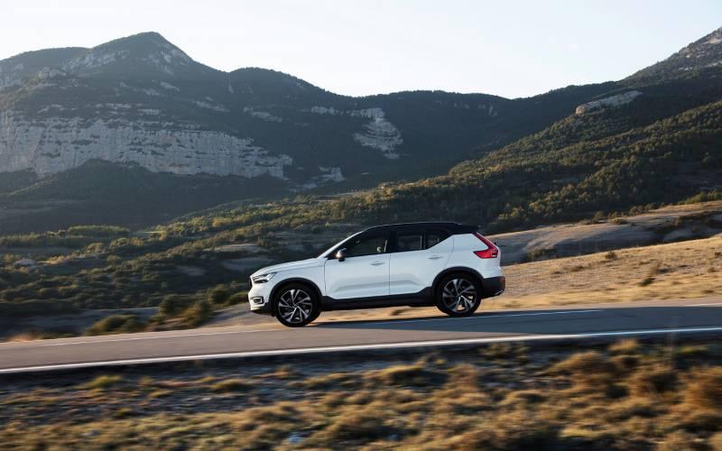Comparison Volvo Xc Vs Honda Cr V Touring  Suv Drive