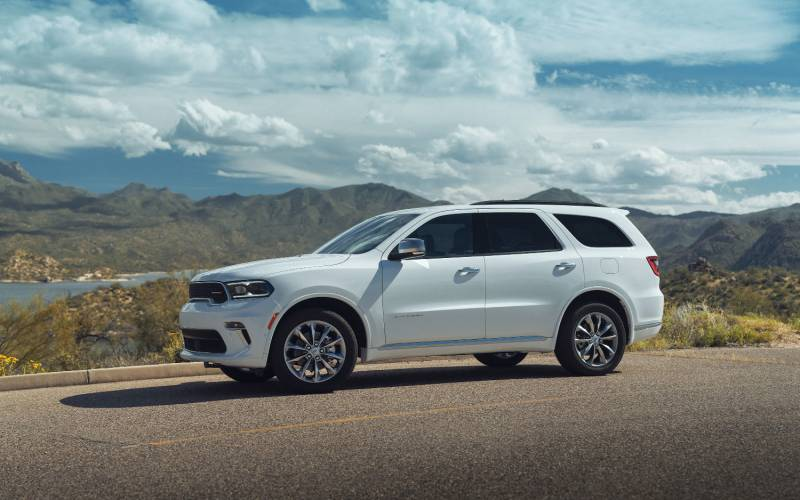 comparison  buick enclave avenir 2020  vs  dodge