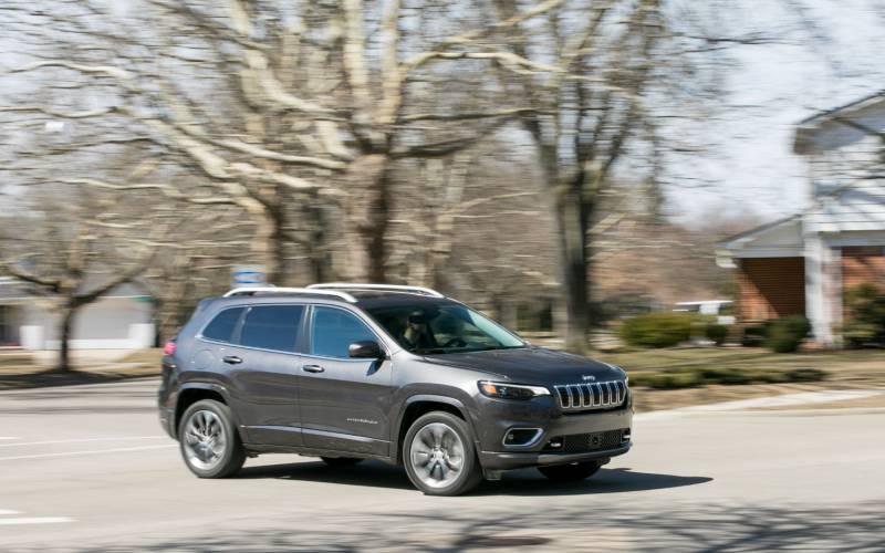 Comparison - Jeep Cherokee Limited 2019 - vs - Mazda CX-5 ...