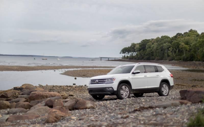 Comparison - Ford Explorer Platinum 2020 - vs - Volkswagen Atlas SEL 2019   SUV Drive