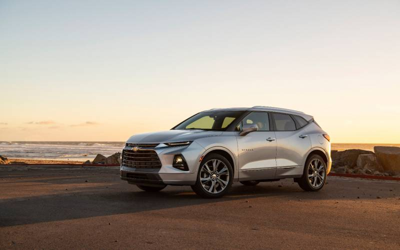 Comparison - Chevrolet Blazer Premier 2020 - vs - Mazda CX ...