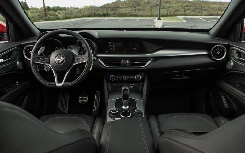 Comparison Hyundai Santa Fe Se Ultimate 2019 Vs Alfa Romeo