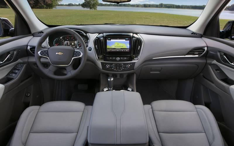 Comparison - Nissan Qashqai Tekna 2018 - vs - Chevrolet Traverse High Country 2018 | SUV Drive