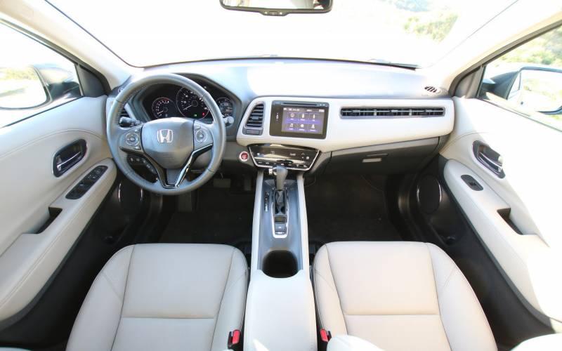 Nissan Rogue Interior >> Comparison - Nissan Qashqai Black Edition 2017 - vs - Honda Vezel G 2016 | SUV Drive