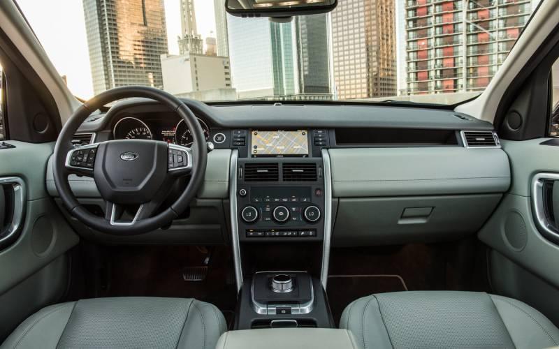 Range Rover Vs Land Rover >> Comparison - Volvo XC40 T5 2018 - vs - Land Rover ...