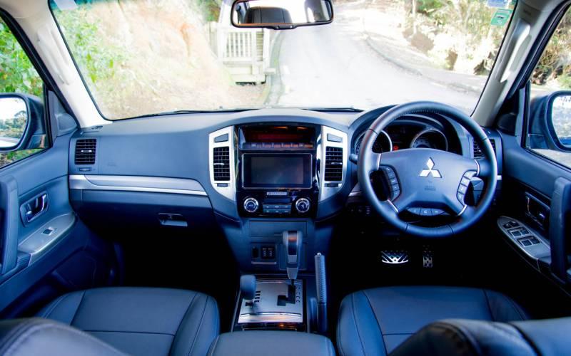 Comparison chevrolet traverse high country 2018 vs mitsubishi pajero gls 2018 suv drive for Traverse high country interior