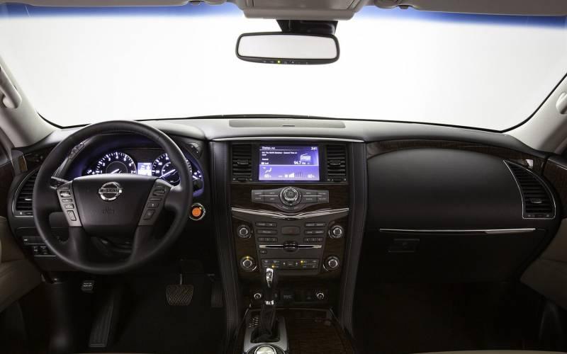 Comparison lincoln navigator l reserve 2017 vs for Nissan armada vs honda pilot