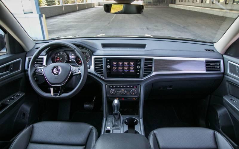 Vw Atlas Interior >> Comparison - Volkswagen Atlas SEL 2018 - vs - Toyota Land Cruiser Prado GX 2017 | SUV Drive