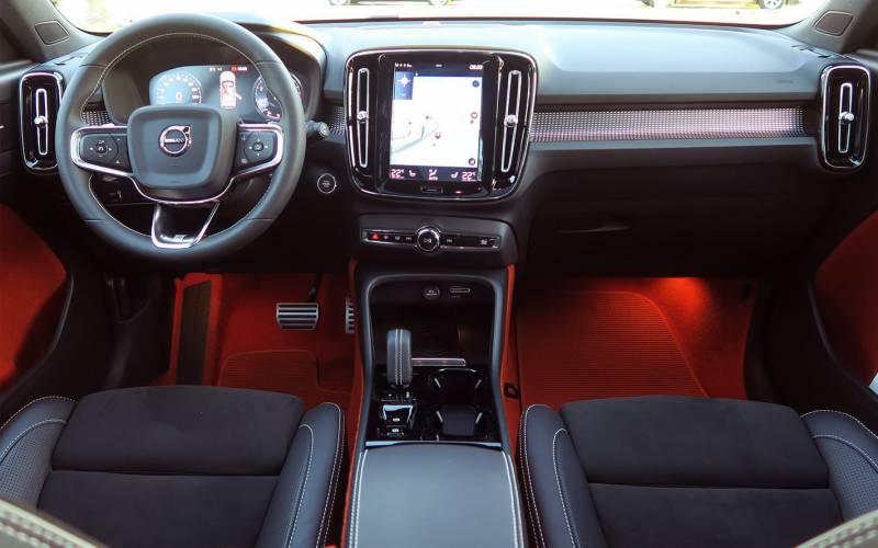 Comparison Volvo Xc40 T5 2019 Vs Nissan Qashqai