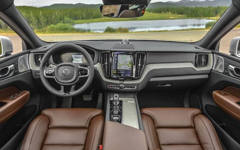 Comparison - Volvo XC60 T8 Hybrid 2018 - vs - Subaru Forester 2.5i Limited PZEV 2015 | SUV Drive