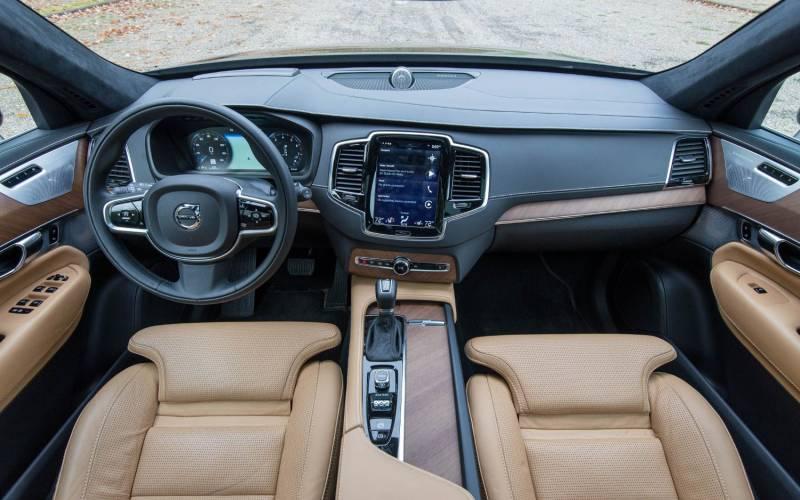 Comparison Volvo Xc40 T5 2019 Vs Volvo Xc90 T8