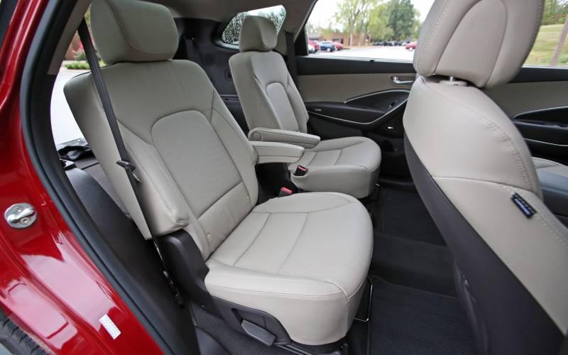 Comparison - Hyundai Santa Fe SE Ultimate 2018 - vs - Cadillac XT5 Luxury 2018 | SUV Drive