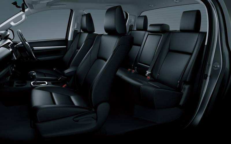 Comparison Lincoln Navigator L Reserve 2017 Vs Toyota Hilux Surf 2017 Suv Drive