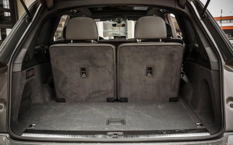 Comparison - Jaguar F-Pace SVR 2019 - vs - Audi Q7 Prestige quattro 2018 | SUV Drive