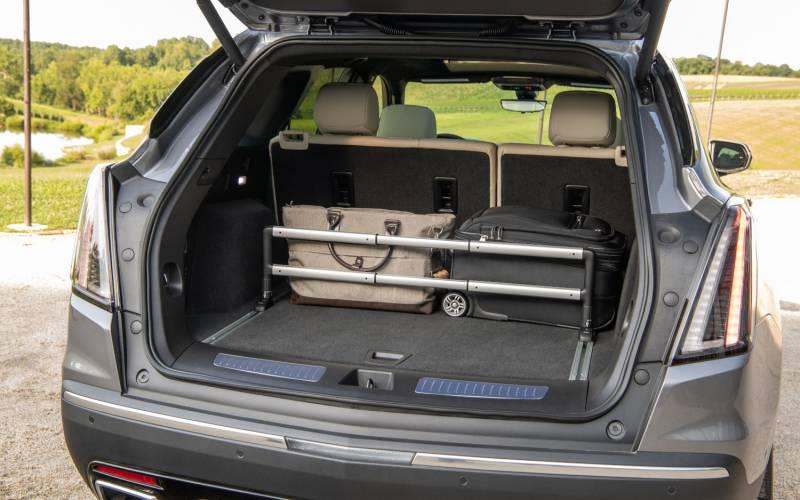 Comparison - Chevrolet Equinox LT 2020 - vs - Cadillac XT5 ...