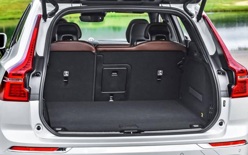 Comparison Volvo Xc60 T8 Hybrid 2018 Vs Volvo Xc40