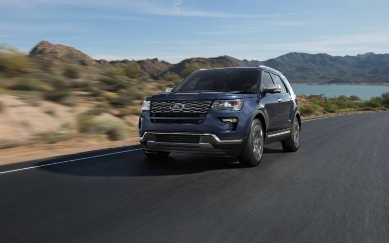 comparison ford explorer platinum 2018 vs land rover discovery 5 hse 2017 suv drive. Black Bedroom Furniture Sets. Home Design Ideas