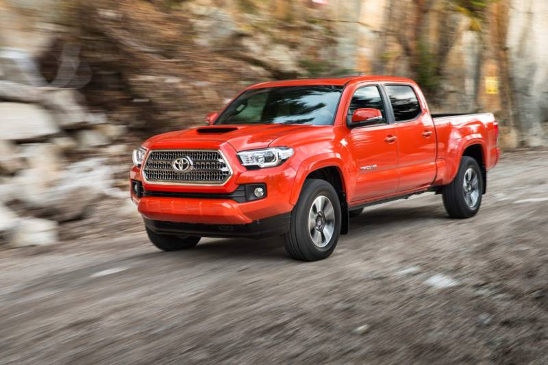 Comparison - Toyota Tacoma Double-cab TRD PRO 2016 - vs ...