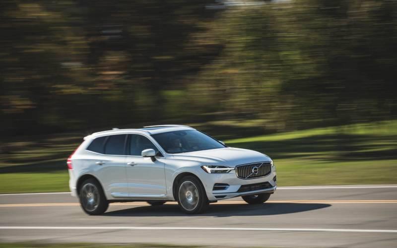 Comparison - Volvo XC60 T8 Hybrid 2018 - vs - Volvo XC40 T5 2019 | SUV Drive