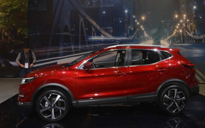 2018 Nissan Rogue Sport >> Comparison - Nissan Rogue Sport SL 2020 - vs - Toyota RAV4 Limited 2019 | SUV Drive