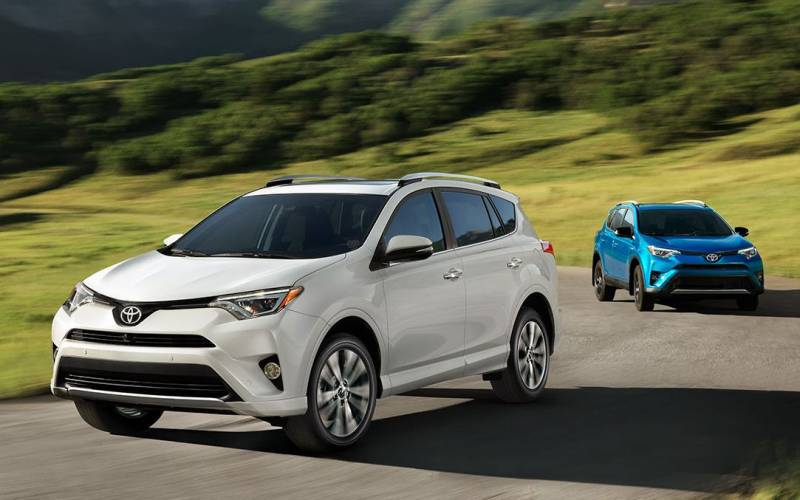 comparison toyota chr 2018 vs toyota rav4 se 2017 suv drive. Black Bedroom Furniture Sets. Home Design Ideas