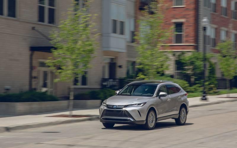 Comparison - Toyota Venza Limited Hybrid 2021 - vs - Mazda ...