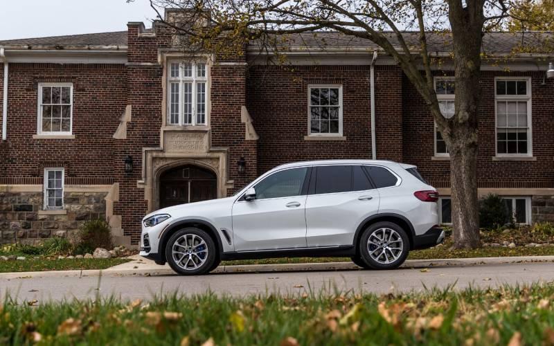 Comparison - BMW X5 xDrive50i 2019 - vs - Land Rover Range ...