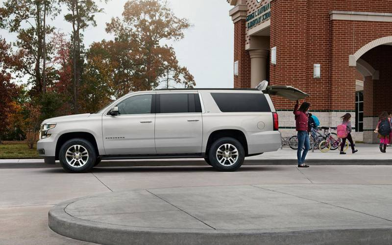Comparison - Chevrolet Suburban Premier 2017 - vs ...