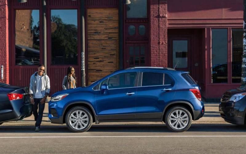 Comparison - Chevrolet Trax LS 2018 - vs - Chevrolet ...