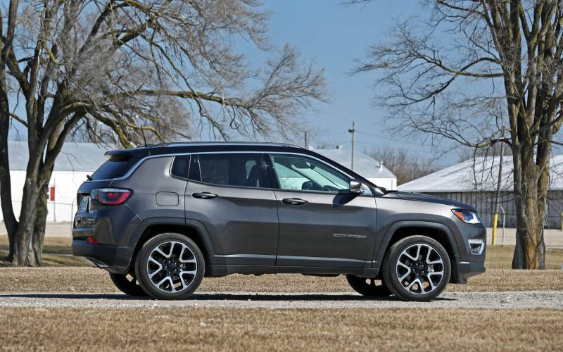 comparison volvo xc    jeep compass sport  suv drive