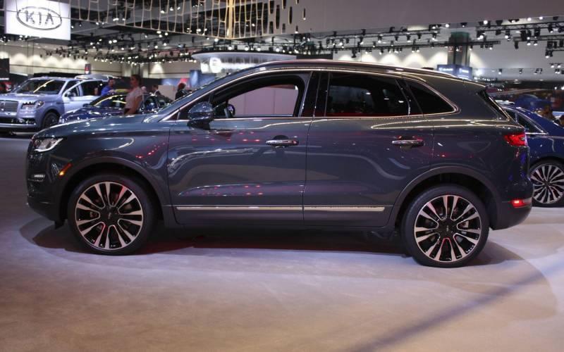 Jeep Renegade Colors 2018 >> Comparison - Jeep Renegade Trailhawk 2018 - vs - Lincoln MKC Reserve 2019 | SUV Drive