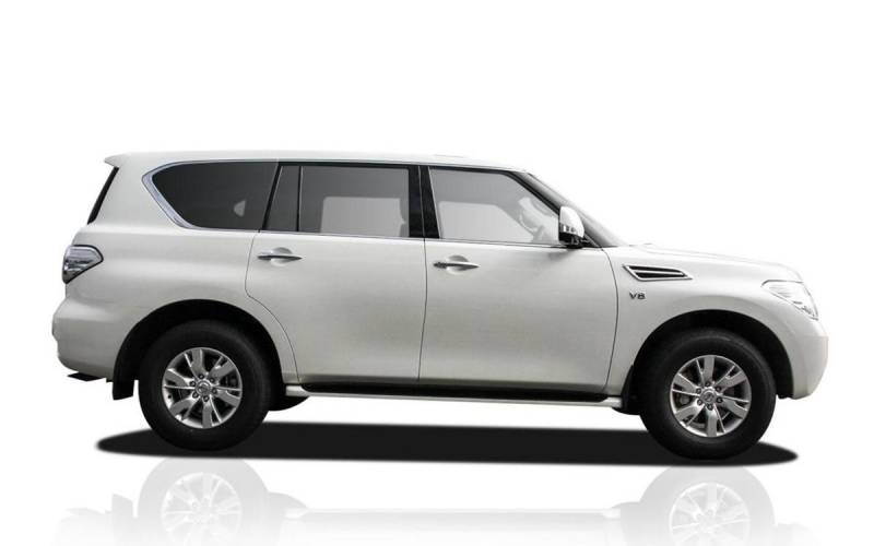 comparison nissan patrol y62 ti l 2017 vs toyota. Black Bedroom Furniture Sets. Home Design Ideas